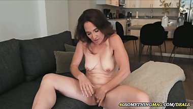 skinny mature woman masturbating