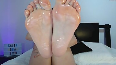Nina's Sexy Oil Soles and Toes