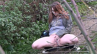 Pretty Girl Pees in Nature